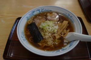 熟成多加水麺のコシと旨みが融合した「中華そば」。国産小麦を打った後、3~4日ほど寝かせている。