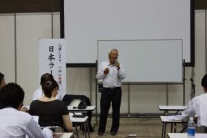 東京都中華麺製造業協同組合理事長、鳥居式らーめん塾 塾長として活躍。